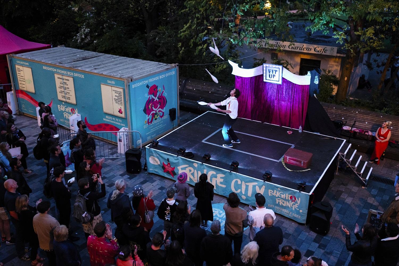 https://www.basingstokefestival.co.uk/wp-content/uploads/2019/03/BRIGHTON-FGRINGE-FRINGE-CITY-NIGHT-19.5.18.-HI-RES-James-Bellorini-Photography-48-smaller.jpg