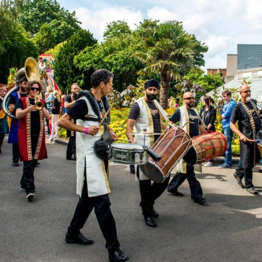 https://www.basingstokefestival.co.uk/wp-content/uploads/2021/05/bollywood-brass-band-sliders-book-us-street-001-540x540.jpg